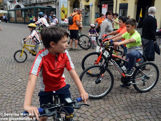 Alba in bici: la fotogallery 14