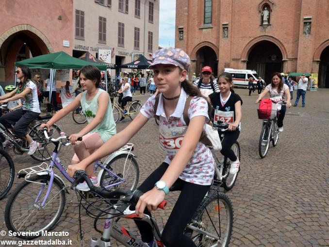 Alba in bici: la fotogallery 15