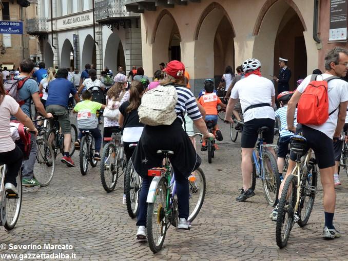 Alba in bici: la fotogallery 16