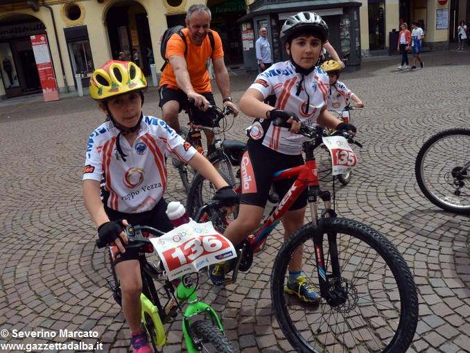 Alba in bici: la fotogallery 17