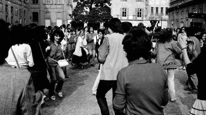 Bra: atmosfere anni '70 con la festa hippy 1