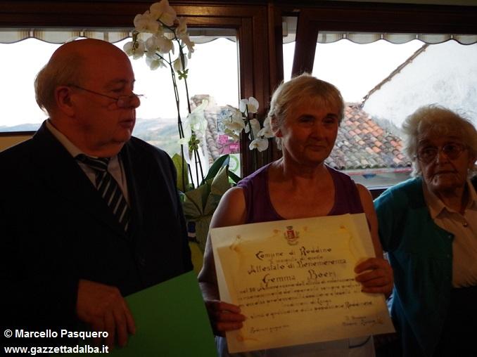 Gemma-premiata-dal-sindaco di Roddino con la mamma