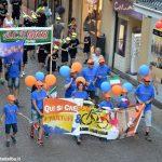 Vivacissima sfilata nel centro per aprire il Meeting di ciclismo