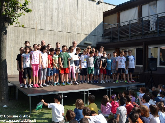 Premiati gli alunni delle elementari di Alba con più presenze al Piedibus 1