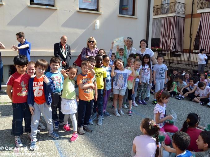Premiati gli alunni delle elementari di Alba con più presenze al Piedibus 3