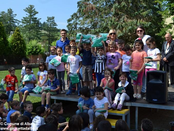 Premiati gli alunni delle elementari di Alba con più presenze al Piedibus 7