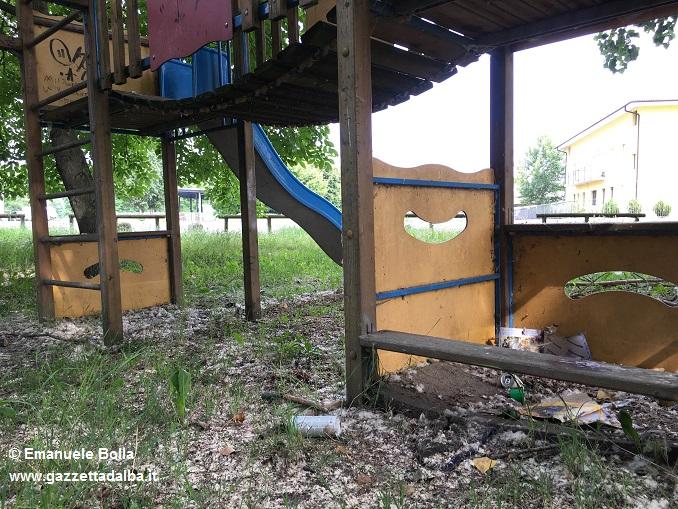 incuria-parco-giochi-Mussotto 2