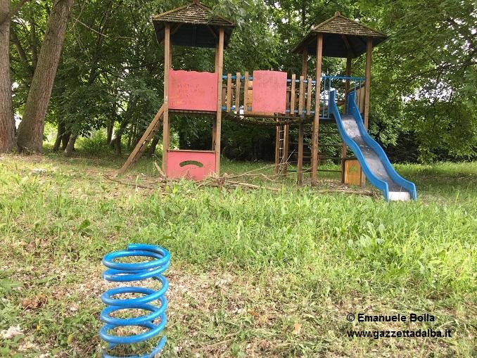 incuria-parco-giochi-Mussotto 3