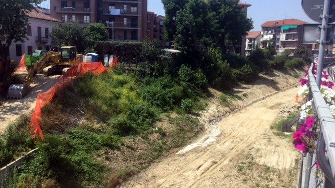 Bra: si raddoppia il muraglione lungo la ferrovia