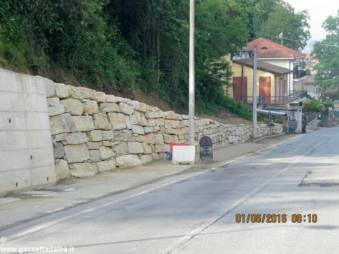 Bra: strada San Michele ampliata di un metro