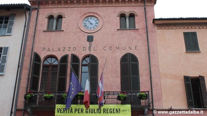 Alba: bandiere a mezz'asta per le vittime dell'attentato di Dacca