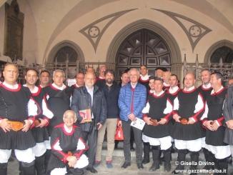 """Il coro folk sardo """"Città di Macomer"""" canta per la città di Alba"""