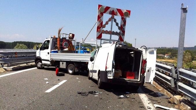 Scontro in tangenziale a Bra: conducente ferito