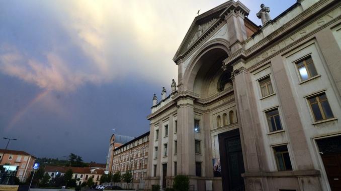 Le foto dei nostri lettori: grandine, folate di vento e arcobaleno 9