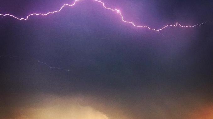 Le foto dei nostri lettori: grandine, folate di vento e arcobaleno