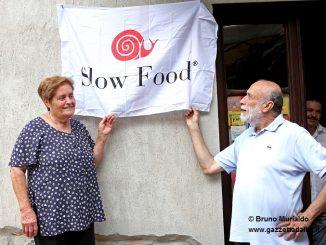 Una targa a Treiso nel luogo dove nacque Slow Food 1