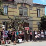 Bra: protesta degli animalisti di fronte al mattatoio