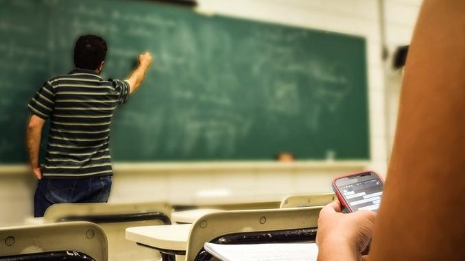 Ministero e Regione hanno numeri differenti per gli alunni, così mancano 500 insegnanti