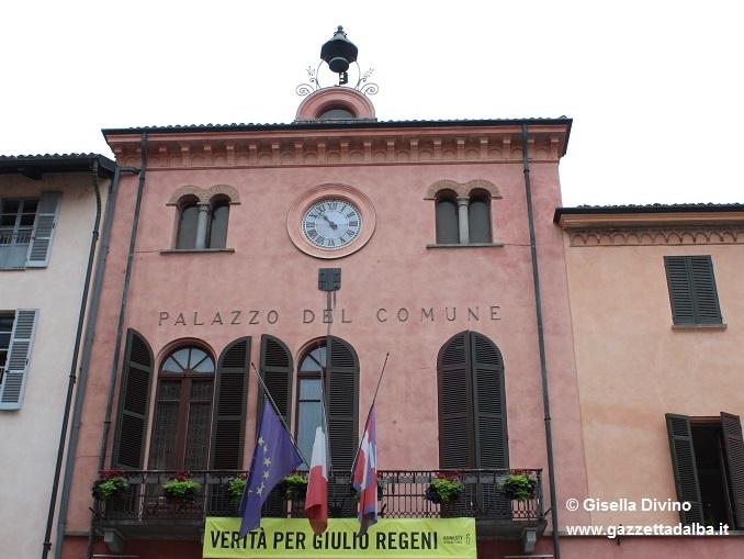 Ad Alba bandiere a mezz'asta per le vittime del terremoto in centro Italia