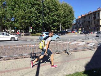 Meno attraversamenti pedonali di fronte alla stazione