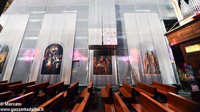Alba, le artistiche coperture dei ponteggi per il restauro in San Giovanni