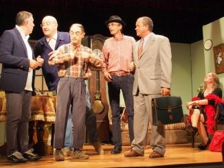 La compagnia Dèr Röche porta in scena la nuova commedia