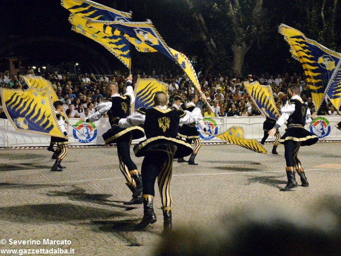 Ottocento sbandieratori per la Tenzone aurea 2016 11
