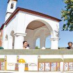 I colori di David Tremlett  sulla chiesa campestre