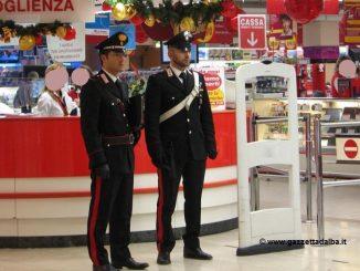 Rubava all'interno di un supermercato albese: fermato