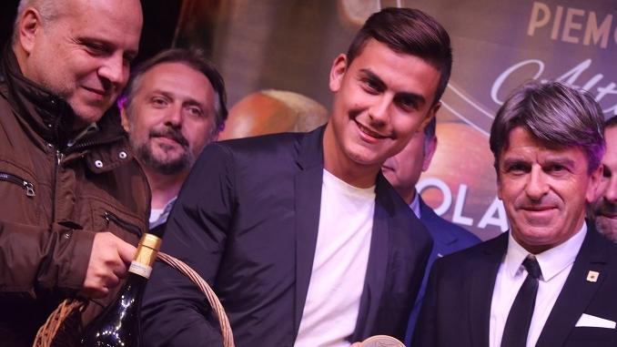 """Dybala ad Alba: """"Non posso vivere senza calcio, scuola e Nutella"""""""