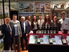 Il presidente del Senato Pietro Grasso incoraggia gli studenti dell'Enologica