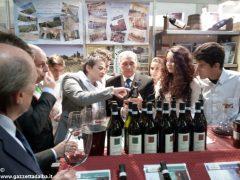 Il presidente del Senato Pietro Grasso incoraggia gli studenti dell'Enologica 2