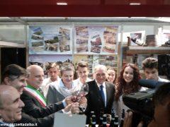 Il presidente del Senato Pietro Grasso incoraggia gli studenti dell'Enologica 4