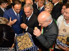 Pietro Grasso inaugura la Fiera del tartufo 2016 1
