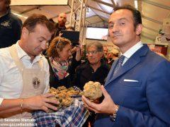 Pietro Grasso inaugura la Fiera del tartufo 2016 2