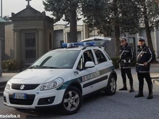 Bra: ruba fiori al cimitero, identificato dalla Polizia municipale