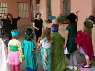 Bambini a lezione di teatro in italiano e in inglese alla Moretta 1