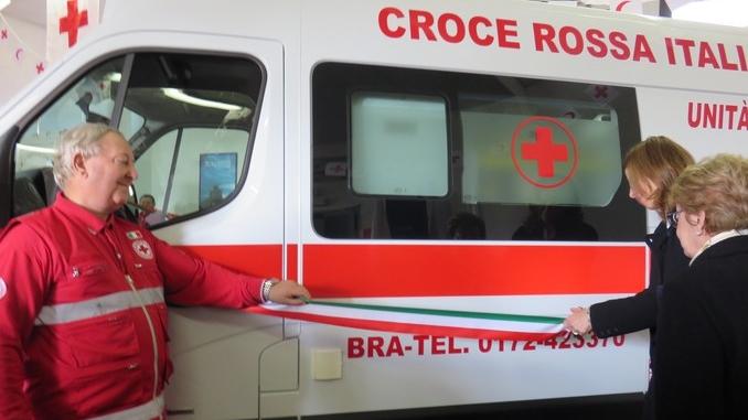 La famiglia Ghigo dona un'ambulanza medicalizzata alla Croce rossa di Bra