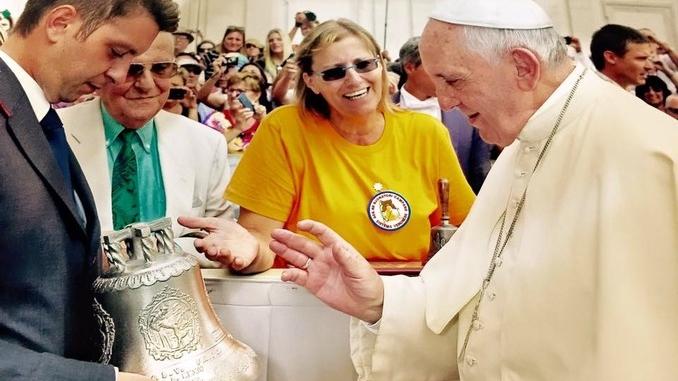 La campanella benedetta dal Papa in tour in Argentina