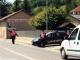 Accoltella e tenta di investire il rivale ma si schianta sulla caserma dei Carabinieri