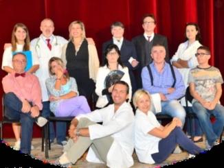 La compagnia di Castagnole Lanze porta in scena la satira di Viberti
