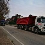 Lunghe code per asfaltature in corso Asti e in entrata sulla tangenziale di Alba