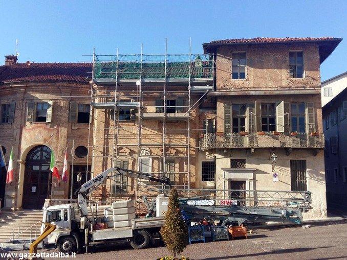 Lavori su tetto e uffici del palazzo comunale di Bra