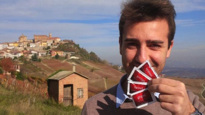 """Presentate le bustine di """"Abitare il piemontese"""" dell'attore Paolo Tibaldi"""