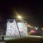 Originale albero di Natale di Cfp salesiano, scuola elementare e Bra servizi