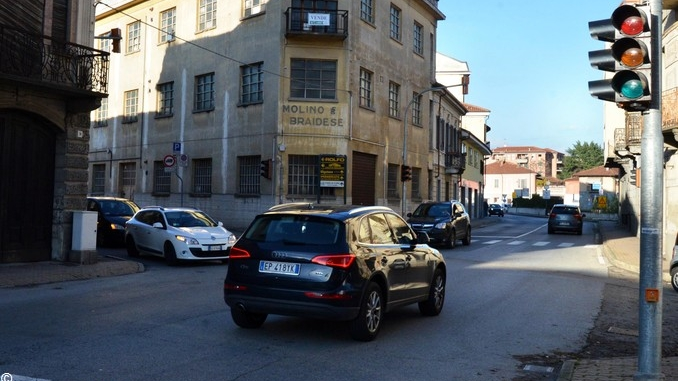 Rotonda provvisoria all'incrocio tra via Cuneo e corso IV novembre