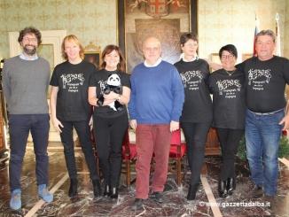 Impegnati per chi si impegna dona cento peluches per i bambini di Norcia