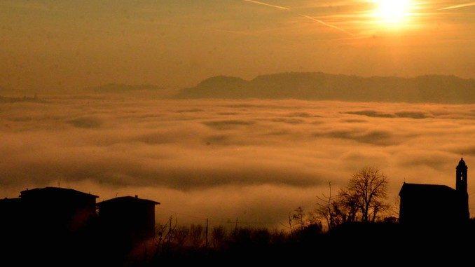 Dolce nebbia. Ecco le foto più belle degli orizzonti di Langa 4