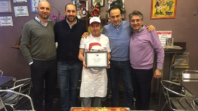 Targa del Parlamento europeo per Conidi, campione del Mondo dei pizzaioli