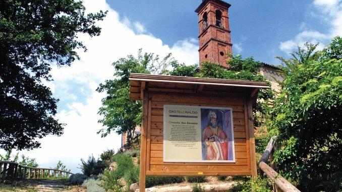 A piedi tra 'L torion di Vezza e la pieve di San Servasio di Castellinaldo